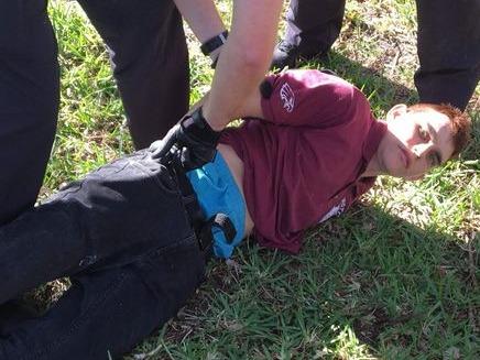 מעצרו של קרוז לאחר הטבח (צילום: Sky News)