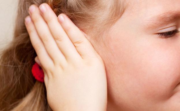 """ה""""תולעת"""" נמצאת עמוק באוזניים (צילום: VIKTORIIA KULISH, 123RF)"""