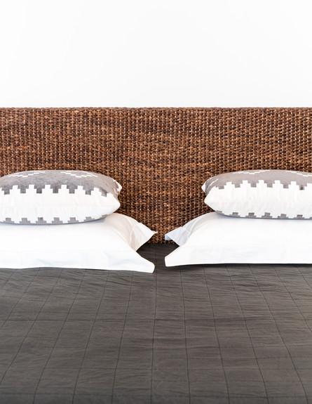 טרנדים, ג, קלוע, מיטה עם ראש קלוע מאצות ים, לופט, 8000 שקל (צילום: דור שרון)