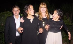 קנדיס ליפשיץ עם ילדיה (צילום: באדיבות המשפחה)