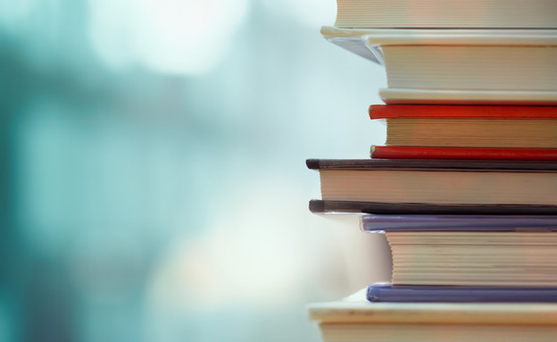 ספרים (צילום: jakkaje808, Shutterstock)