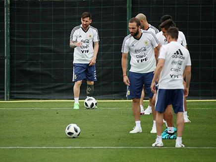 היגואין ומסי באימון נבחרת ארגנטינה