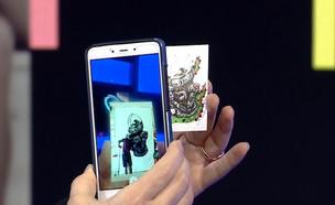 """התמונות והציורים קמים לחיים דרך הסמארטפון (צילום: מתוך """"נקסט"""", קשת 12)"""