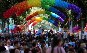 """ת""""א נערכת למצעד הגאווה (צילום: גיא יחיאלי)"""