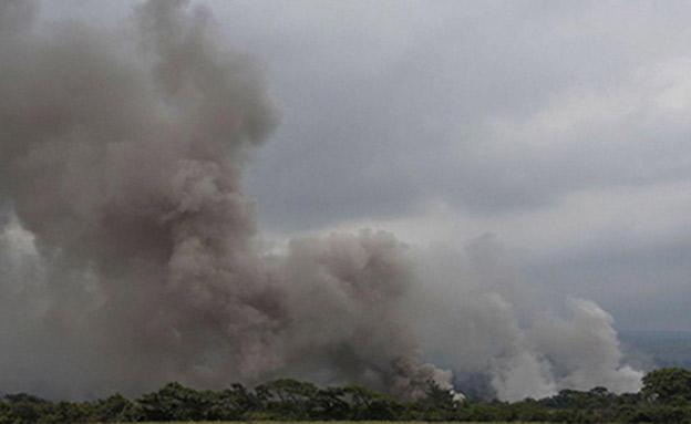ההתפרצות בימיה הראשונים (צילום: sky news)