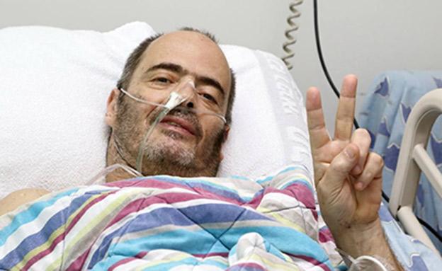 אדם בעת אשפוזו בבית החולים (צילום: מתוך עמוד הפייסבוק של איכילוב, חדשות)