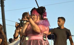 """מה השתבש כשנטע עלתה להופיע במצעד הגאווה? (צילום: מתוך """"ערב טוב עם גיא פינס"""", שידורי קשת)"""