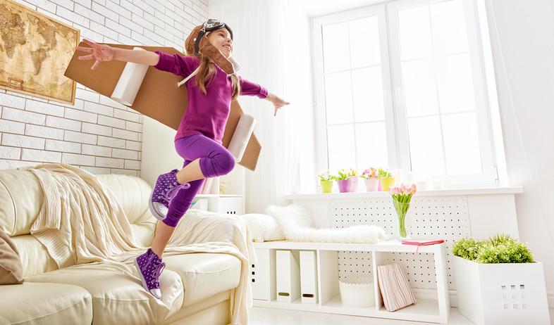 ילדה שחלומת להיות אסטרונאוטית (אילוסטרציה: kateafter | Shutterstock.com )