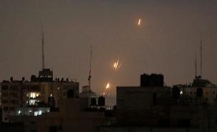 שיגורים מרצועת עזה לשטח ראל (צילום: AP, חדשות)