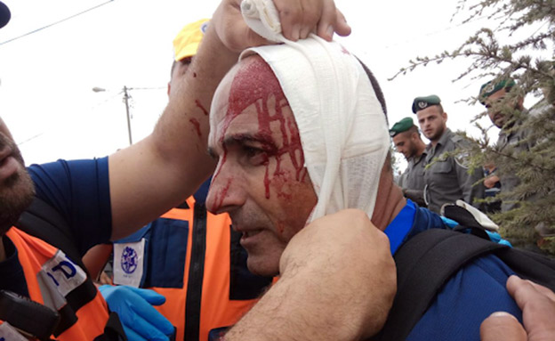 שני שוטרים נחבלו בראשם (צילום: דוברות המשטרה, חדשות)