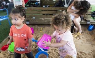 ילדים משחקים בארגזי חול של אורבן 95 (יח``צ: שני הלוי, יחסי ציבור)