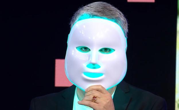 """מסיכות לדים ישפרו את עור הפנים? (צילום: מתוך """"נקסט"""", קשת 12)"""