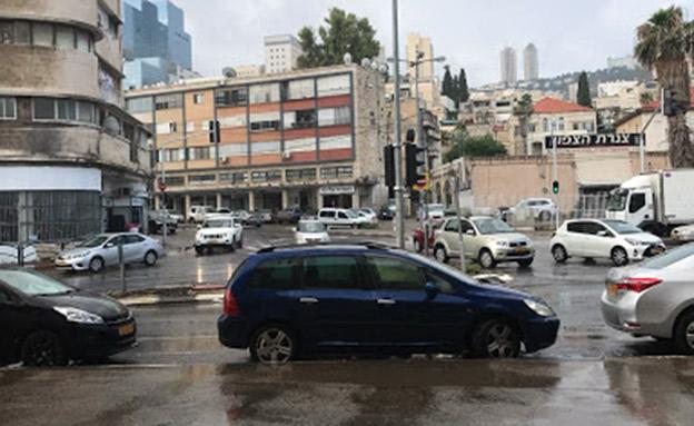 הגשם תפס את החיפאים בהפתעה (צילום: חדשות)