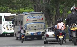 אוטובוס בקולומביה (צילום: cheapbooks, shutterstock)