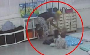 """התעללות בילדים במעון בגבעתיים (צילום: מתוך """"חדשות הבוקר"""" , קשת 12)"""