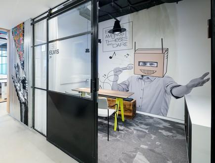 משרדים יפים, אייטם 7 - 1