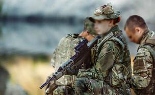 חיילת בריטית בכוחות המיוחדים (צילום: PRESSLAB, shutterstock)