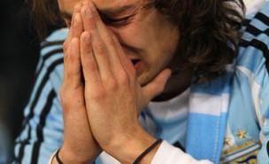 אוהד ארגנטינה בוכה (צילום: Chris McGrath/Getty Images)
