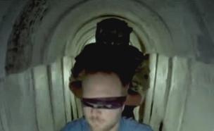 תיעוד מבפנים של המנהרות בעזה (צילום: CNN, חדשות)