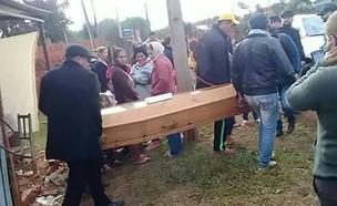 לוויה (צילום: Twitter/MobilePunch)