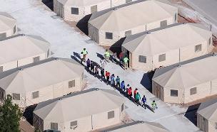 מחנה לילדי מהגרים שהופרדו מהוריהם בטקסס (צילום: רויטרס, חדשות)