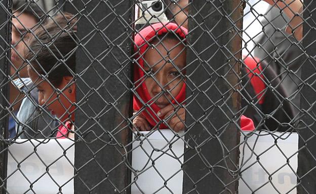 """ילדים בגבול ארה""""ב-מקסיקו. מיליונים נתרמו עבורם (צילום: רויטרס, חדשות)"""