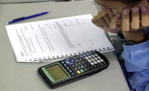 פותרים מבחן במתמטיקה (צילום: AP, חדשות)