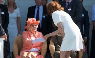 סוזן סרנדון והמלכה אליזבת (צילום: SplashNews)