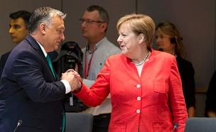 מרקל ואורבן בכינוס מנהיגי האיחוד האירופי (צילום: AP, חדשות)