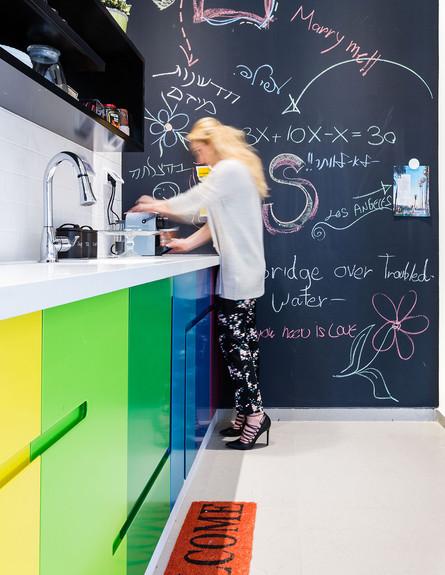 מטבחים צבעוניים, ג, 13 עיצוב שירי לוי (צילום: שגיא מורן)