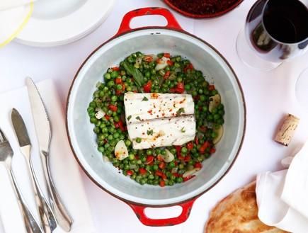 פילה מוסר ואפונה ירוקה (צילום: אפיק גבאי, אוכל טוב)