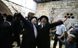 חרדים רוקדים בהילולת משה רבנו (צילום: דוד כהן, פלאש 90)