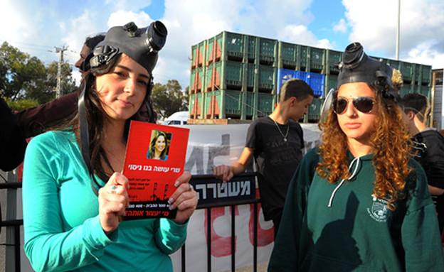 הפגנה נגד שיכון ובינוי ב־2010 (צילום: איל יצהר, גלובס)