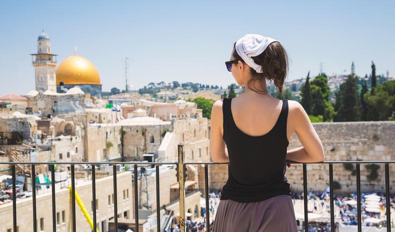 תיירת בישראל (צילום:  badahos, shutterstock)