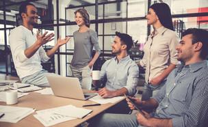 כך תהפכו למנהיגים שסוחפים את העובדים (אילוסטרציה: By Dafna A.meron, shutterstock)
