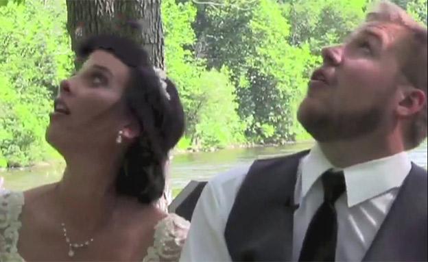 צפו: הזוג נמלט ברגע האחרון (צילום: SKY NEWS, חדשות)