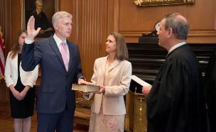 ניל גורסץ' מושבע לשופט (צילום: רויטרס, חדשות)