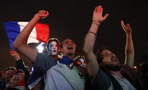 אוהדי צרפת חוגגים (צילום: רויטרס, חדשות)