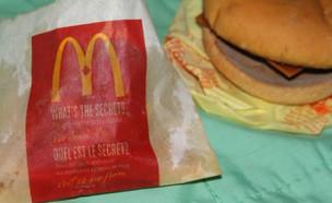 ארוחת צ'יזבורגר מלפני שש שנים (צילום: Dave Alexander's Twitter account)
