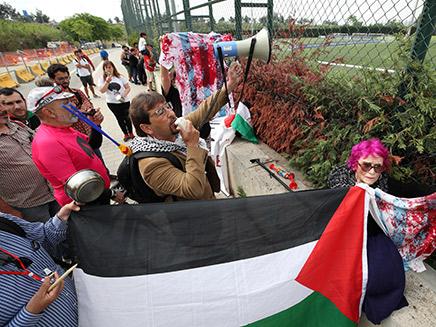 הפגנה של פרו פלסטינים נגד המשחק