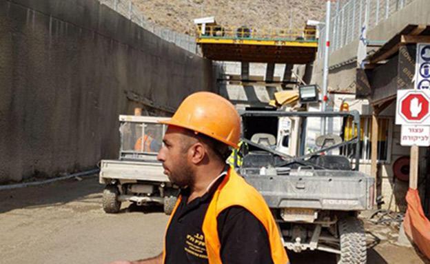 מנהרה קרסה על פועלים (צילום: דיווחי הרגע, חדשות)