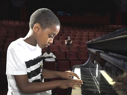 פסנתר יד ראשונה מראש ממשלה