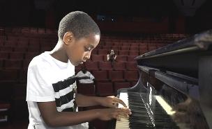 פסנתר יד ראשונה מראש ממשלה (צילום: החדשות)