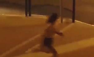 צעירה מותקפת על ידי חרדים בבית שמש (צילום: מתוך סרטון שהופץ ברשתות החברתיות, חדשות)