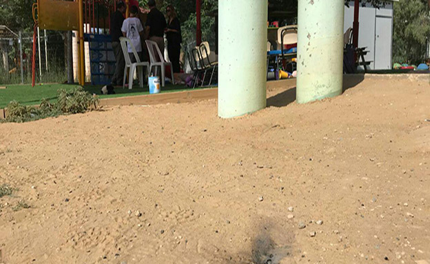 בלון תבערה מעזה נפל בגן ילדים (צילום: החדשות)