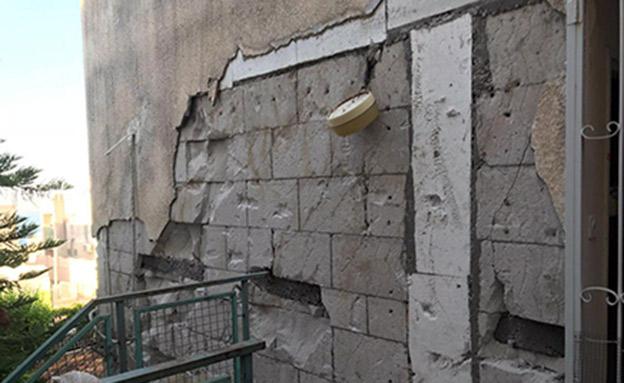 נזק במבנה בטבריה בשבוע שעבר (צילום: דוברות והסברה עיריית טבריה, חדשות)