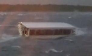 הסירה שטבעה במיזורי ארצות הברית (צילום: jennie philips-hudson carr, חדשות)