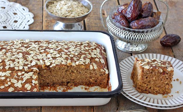 עוגת תמרים ושיבולת שועל בחושה (צילום: ענבל לביא, אוכל טוב)