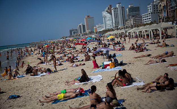 חוף הים בתל אביב, ארכיון (צילום: מרים אלסטר / פלאש 90, חדשות)
