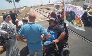 מחאת הנכים חוזרת: פסי רכבת נחסמו (צילום: אלירן חייט, חדשות)